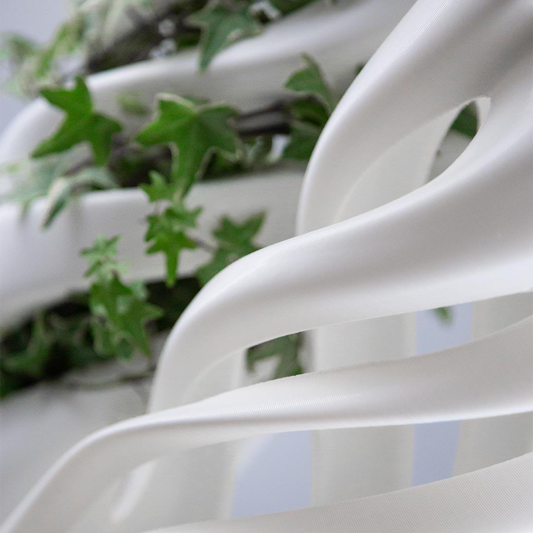Abbracciame, vaso stampato 3D, by Adriano Alfaro e David Bitton, con e senza pianta